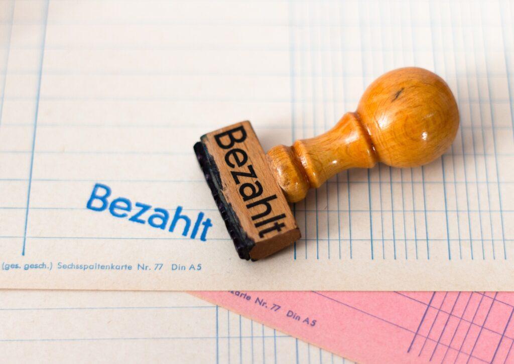 Die formalrichtige Rechnungsstellung ist für selbständige Unternehmer wichtig, DO24 zeigt auf was zu achten ist.